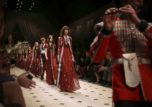 Burberry-Runway-Shows